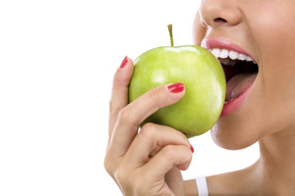 5 motive pentru care trebuie să alegi implantul dentar!