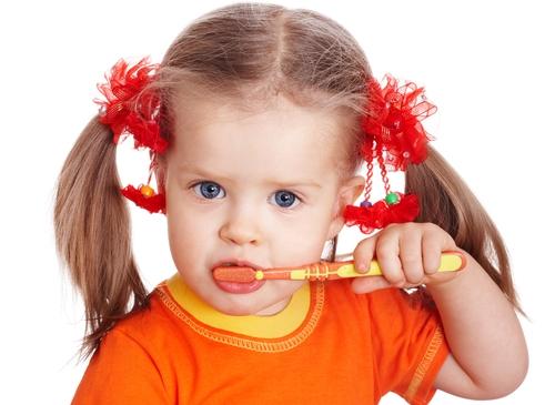 Cum să eviți cariile dentare ale copiluluic tău?